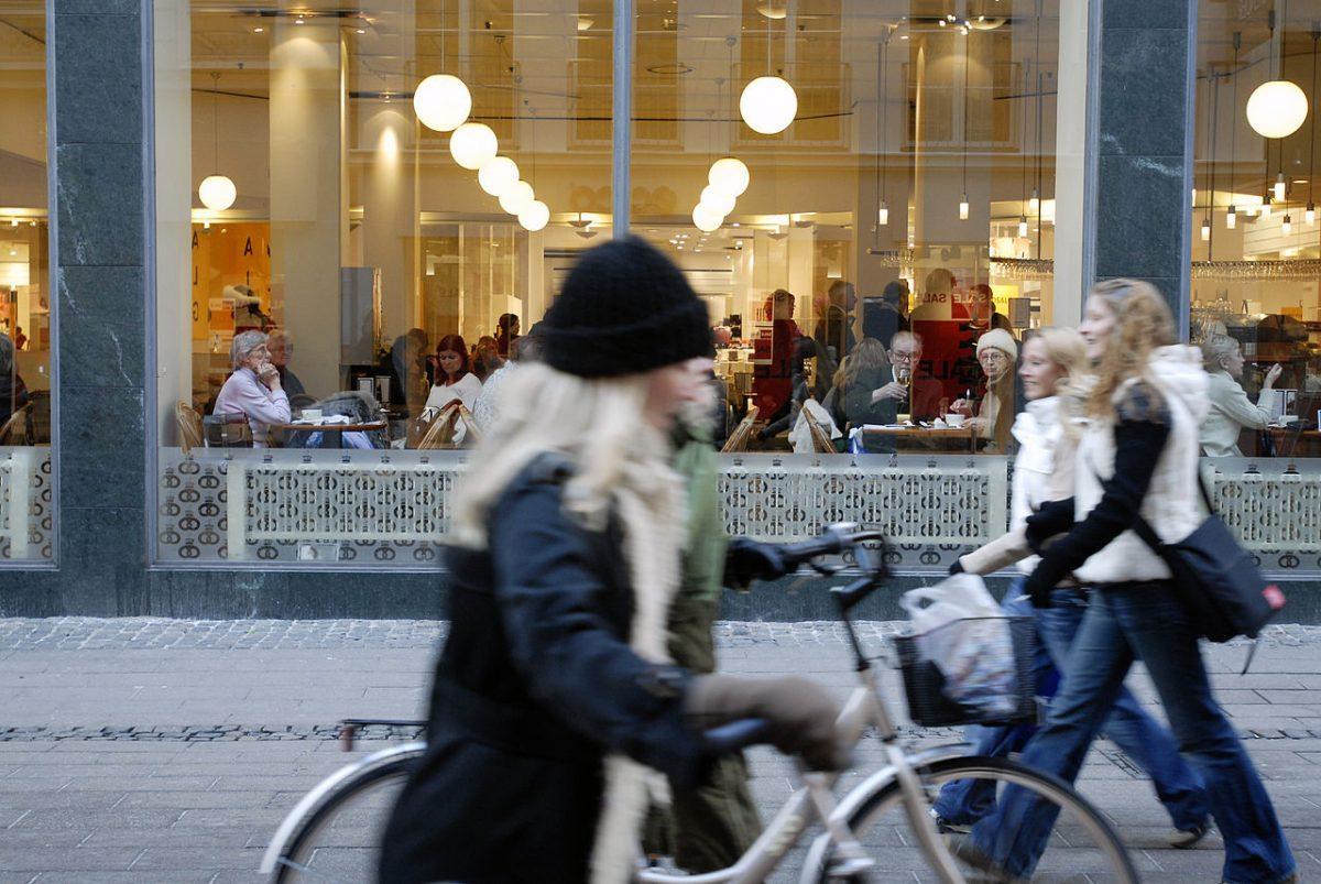 Οι Πεζόδρομοι και τα πεζοδρόμια φτιάχνονται για τους Πεζούς, είναι ο Νόμος…Δήμαρχε